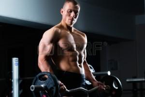 22087941-強い男---ボディービルダー、ジムでダンベル、バーベルと運動